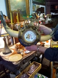 Key wound clock with horns from 1880