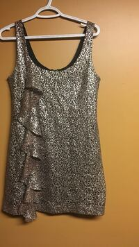 Guess Dress- size 9. Been worn once than gained weight lol Hamilton, L9C 1J9