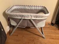 baby's white and gray bassinet Hollister, 95023
