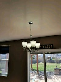 2 hanging lamps and 1 chandelier Gilberts, 60136