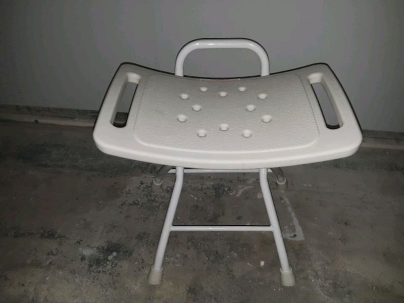 Shower chair  250b0cd0-6eb3-49bc-a1c9-c5fd44673750