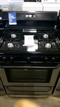 Frigidaire natural gas Stove 30inches. Hauppauge