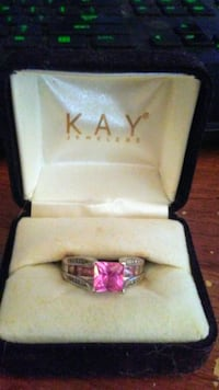Pink Sapphire diamond and White gold ring