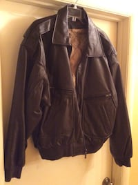 Men's brown leather jacket size XL, never worn. Oxon Hill, 20745
