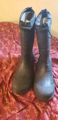 Insulated steel toe rubber boots- mens 10 Guelph, N1E 1L8