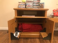 Cd holder/ tv stand cds do not come with it and less we make a deal or if there some you really want. It's a Beautiful wood color. It's a because wood color  Linthicum Heights, 21090