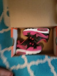 Pink Nike air max size 2c null