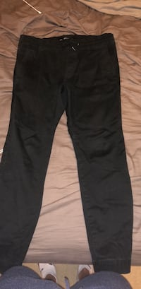 Hollister joggers size large  New Westminster, V3L 0E5