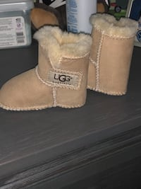 Baby uggs size small  Pattersonville, 12137