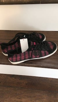 pair of black and pink DC low top sneaker Kamloops, V2E 1W5