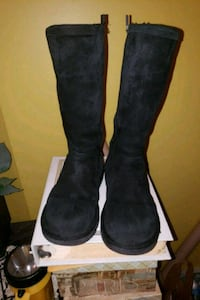 Black zip side uggs Hyattsville