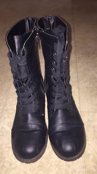 Sz 7Pair of black combat style lace-up boots Boston, 02128
