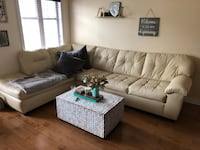White leather tufted sectional couch Laval, H7T