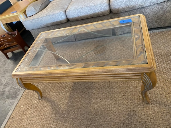 Coffee table set 63e51a63-11df-4f45-a938-bbb863b69d9f