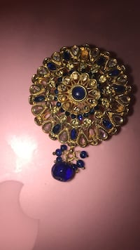 Gold and sapphire brooch New York, 11235