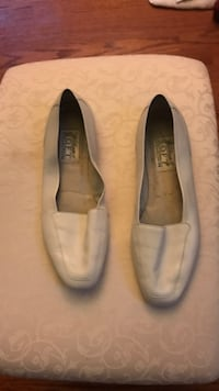 Pair of gray leather flats Frederick, 21701