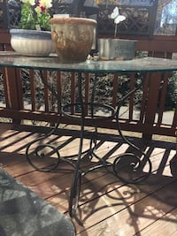 Outdoor round glass top table and base  Alexandria, 22304
