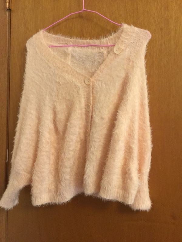 Cute sweater very soft brand new small size