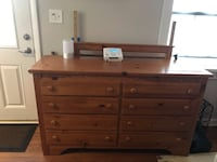 solid oak dresser Arlington, 22204
