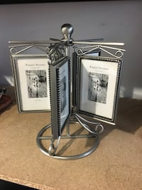 Silver metal stand for pictures Longueuil, J4J 2T9