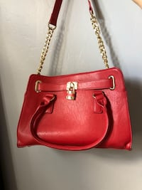 Red purse  Bakersfield, 93311