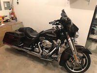 Harley Street Glide. 2011. Lots of extras Lakeville, 55044
