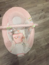 Baby's white and pink bouncer Brampton, L7A 1A2