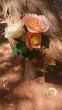 Handmade crepe paper rose bouquet with vase  Las Vegas, 89169