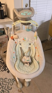 baby's white and gray bouncer Fairfax, 22031