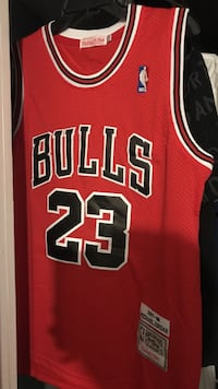 red and black Chicago Bulls 23 jersey shirt Roswell, 88203