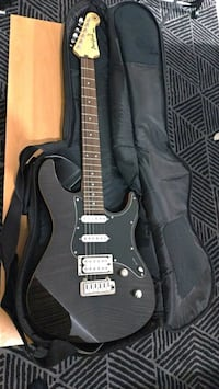 Guitare YAMAHA Paris