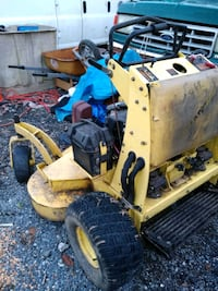 yellow riding mower good condition Gaithersburg