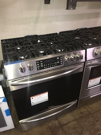 Slide In gas stove Frigidaire 30in stainless steel convection 6 months Baltimore, 21230