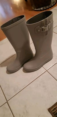 NEW rubber rain boots