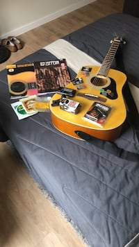 Silvertone Acoustin Guitar w/ Capo,Tuner, Super Snark and ton of extra