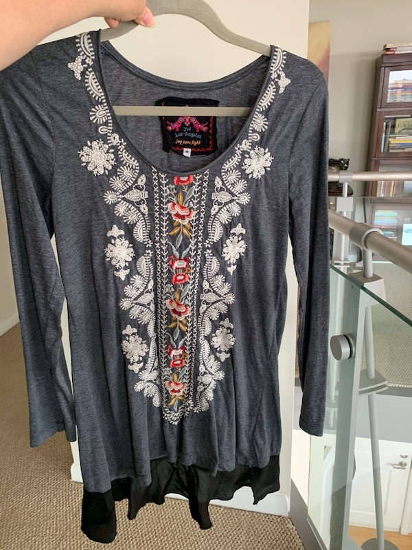 JWLA by Johnny Was - Long Sleeve Embroidered knit Charcoal Top with Flounce Medium M Med  47fdc6f8-4ee8-4cf1-86f5-de1400ef55fc