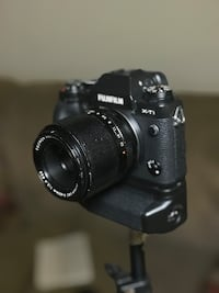 Fuji xt-1 with battery grip and 60mm lens. great for weddings and portraits. Macon, 31211