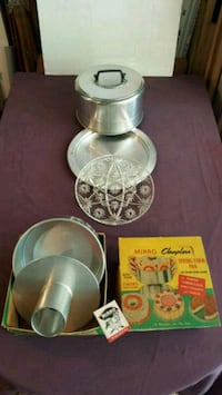 .Vintage cake container & Spring form pan...New $20