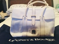 White Dooney & Bourke large size bag. Very spacious. Have too many bags need to downsize. Condition 10/10. Comes with dustbag. Negotiable  Toronto, M9W