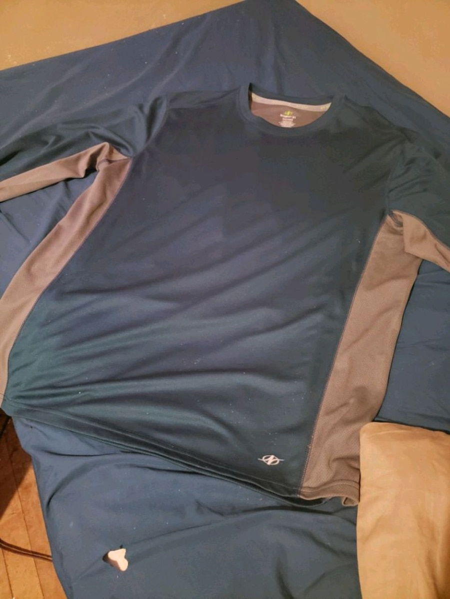 Photo Mens long Sleeve shirt nordicktrack dry fit xl little to small for me