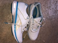 Woman's REEBOX runners size 10 Delta, V4C 4H4