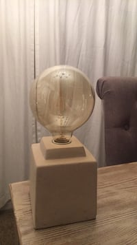 Small 1 ft tall lamp with large bulb Hanford, 93230