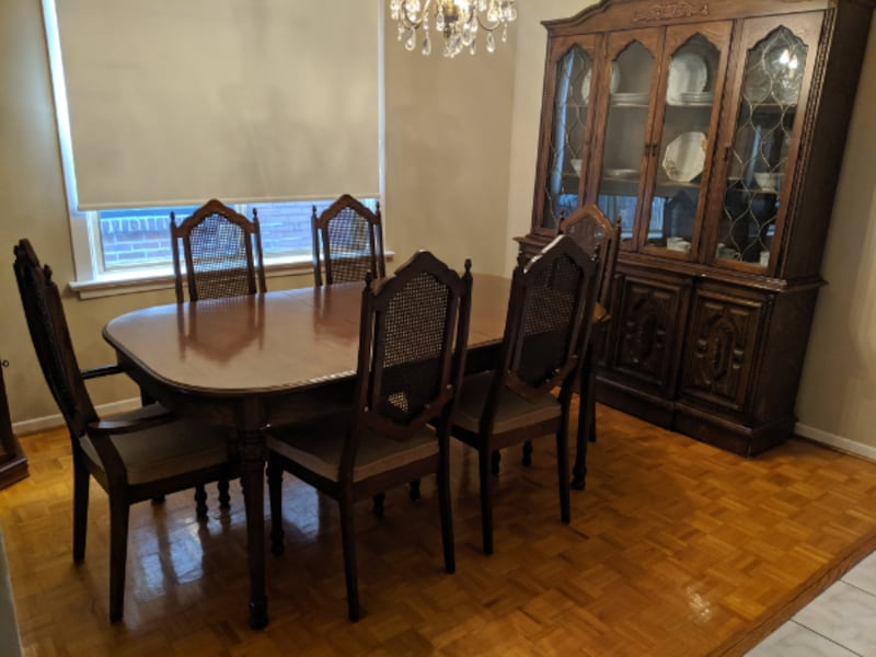 Dining Room Set (table and 6 chairs plus hutch) 5b597094-218a-42c2-a971-748964c06714