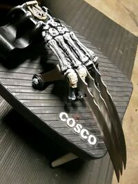 Custom scull hand with knives Westland, 48186