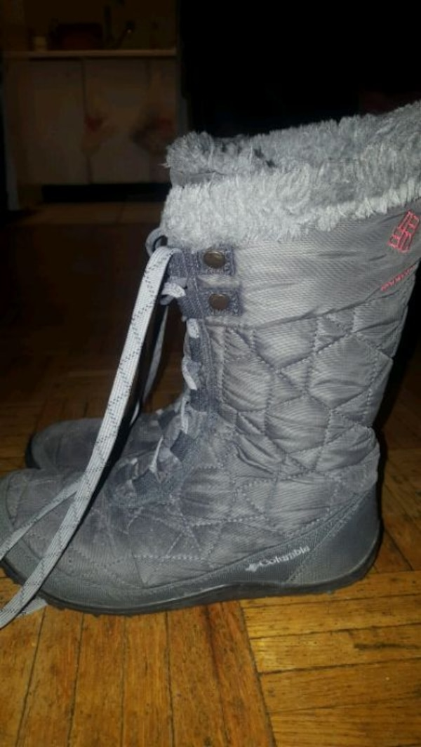 Woman winter boots size 7 5