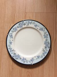 round white and blue floral ceramic plate Mississauga, L5A 2J3