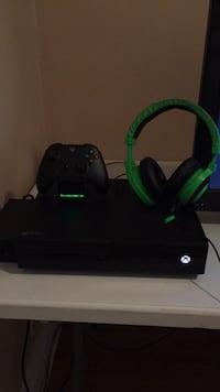 Xbox One 500GB Comes With Controller, Charger for controller, And Razer Headset. Lombard, 60148