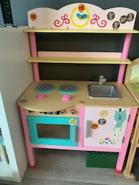 Wooden kitchen kids Arlington, 22201