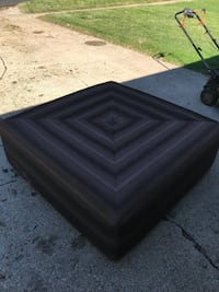 Foot stool big, needs cleaned has been in my garage good shape Des Moines, 50317