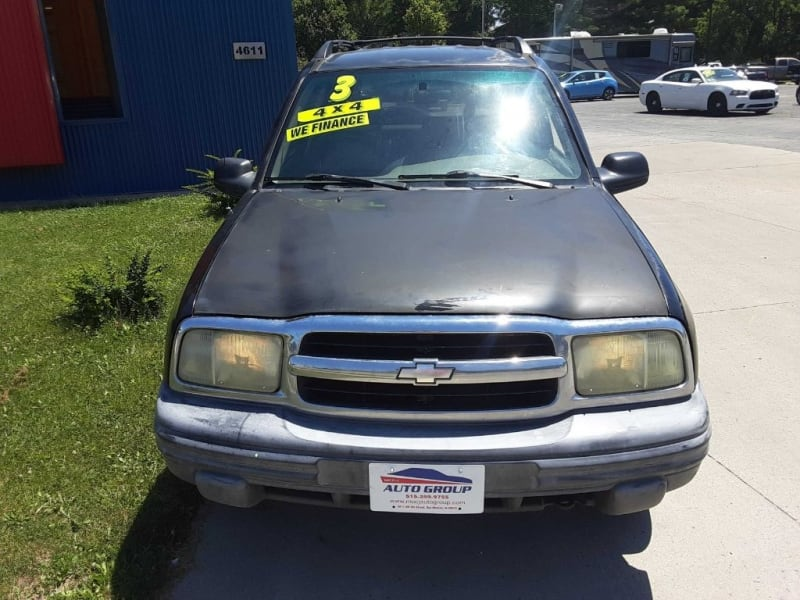 2004 Chevrolet Tracker 4dr Hardtop 4WD WE GUARANTEE CREDIT APPROVAL! 5c822c85-0c3a-4800-a67d-ebe012a97ab4